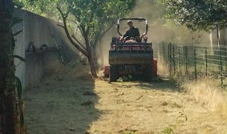 Broyage avec tracteur équipé.